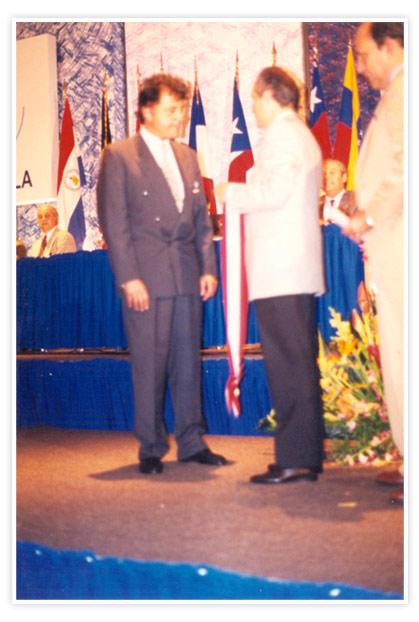 Dr. Edgardo Nestor de Vincenzi receiveing the Order Diego de Losada